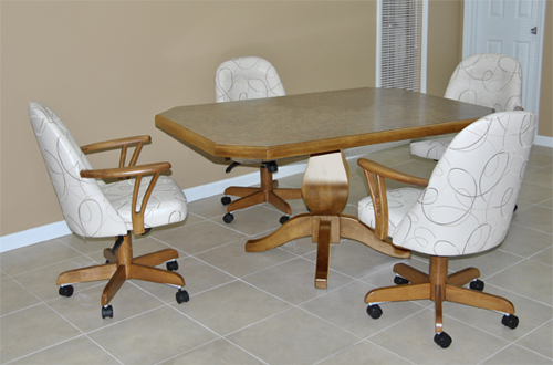 Dinette 211 - 4 Caster Chairs
