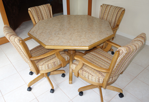 Classic Dinette Set Octo Table